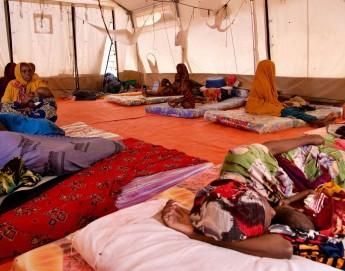 索马里:儿童营养补给中心涌入大量患者