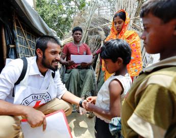 Detidos em Myanmar: Mensagem Cruz Vermelha enviada por filho coloca fim a 7 meses de espera ansiosa da mãe