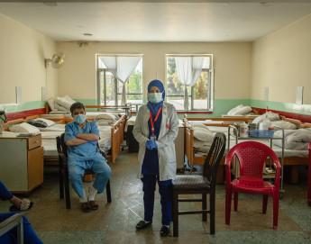 Afghanistan : des millions menacés par les violences contre les soins de santé et le Covid-19