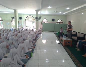 Indonesia: ICRC visits Ibnu Abbas Pesantren, an Islamic boarding school for girls