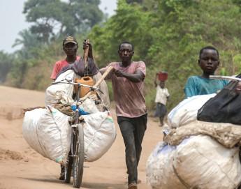 Au Kasaï, le commerce se fait à vélo