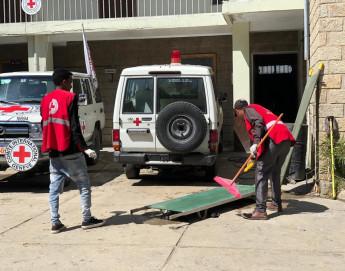 Éthiopie : à Mekele, les hôpitaux luttent pour assurer la prise en charge des blessés alors que les fournitures médicales commencent à manquer ; les ambulances Croix-Rouge évacuent les blessés