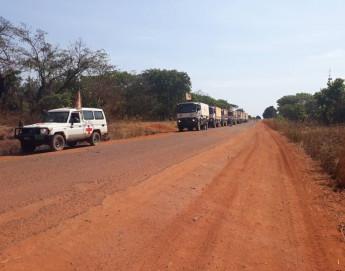 République centrafricaine : la Croix-Rouge achemine un premier convoi humanitaire pour assister des milliers de déplacés