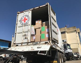"""إثيوبيا: الصليب الأحمر يرسل الأدوية والإمدادات الإغاثية إلى """"ميكيلي"""" لتدعيم مرافق الرعاية الصحية العاجزة"""