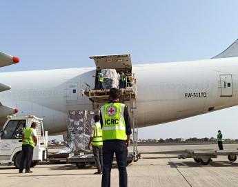Jemen: Wahlloser Angriff auf den Flughafen versetzt zahlreiche Familien in Trauer