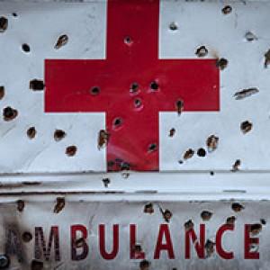战地救护面临危险