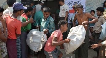 缅甸:燃料帮助若开邦的流离失所者烹煮食物
