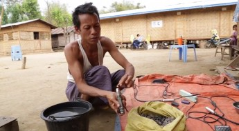 Myanmar: Making a living from amber polishing