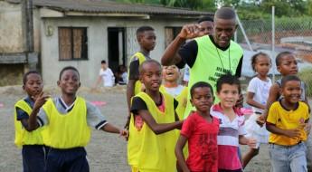 Com futebol e educação, driblam a violência em Buenaventura
