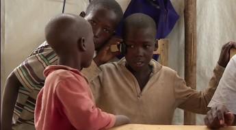 Refugiados burundineses restabelecem contato com a família