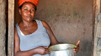 Burundi : Thérèse, mère et veuve, lance son « resto parapluie »