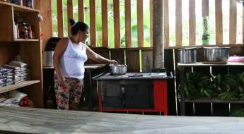 Estufas ahorradoras de leña, un apoyo para comunidad colombiana