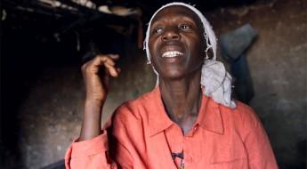 República Democrática del Congo: una madre celebra el regreso de su hijo perdido