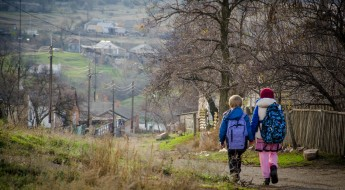 Ukraine: Helping children living along the contact line avoid dangers of conflict