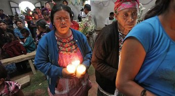 危地马拉:安葬失踪31年的亲人