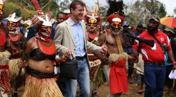 Папуа–Новая Гвинея: праздник по поводу открытия медицинского центра в Калоло