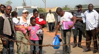 Libéria / Côte d'Ivoire: crianças reunidas com as suas famílias