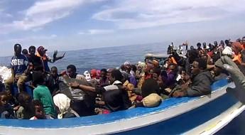 Migrants: Comment le Mouvement Croix-Rouge / Croissant-Rouge aide à rétablir le lien familial