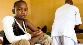 """نيجيريا: اللجنة الدولية تساعد مستشفى """"مايدوغوري"""" على علاج ضحايا أعمال العنف"""
