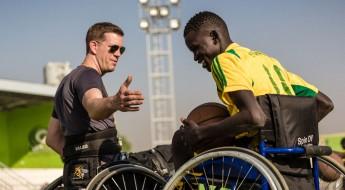 南苏丹:奋力杀至篮筐,轮椅篮球教练看到球员们的自信心在增长