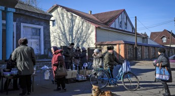 Eastern Ukraine: Life goes on despite destruction