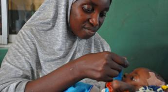 Nigéria: o importante papel das mães no tratamento da desnutrição em crianças