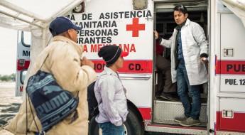 Voluntários da Cruz Vermelha dão apoio vital aos migrantes