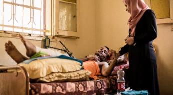 مستشفيات داخل المنازل: معاناة أهل غزة لمداواة جرحاهم