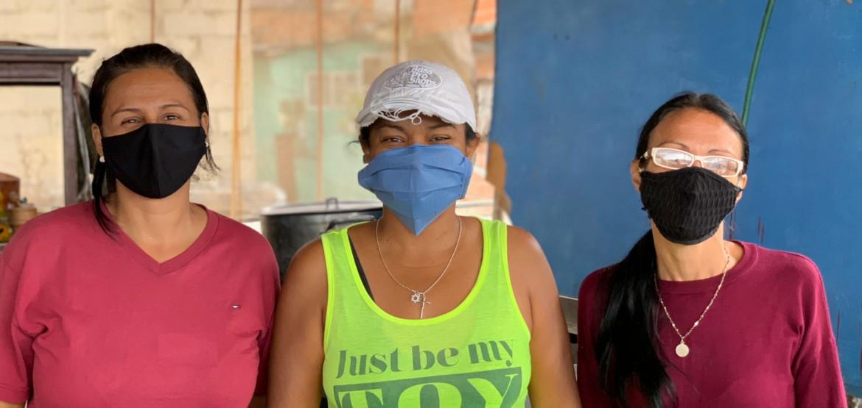 """""""Готовим с любовью"""": три повара из Венесуэлы бесплатно кормят обедами свой район"""