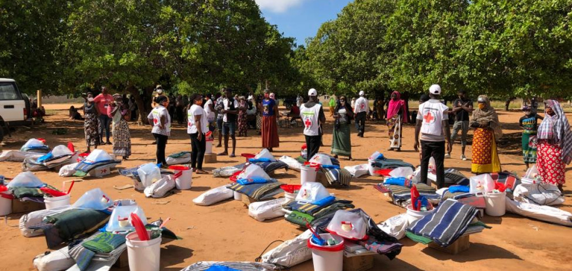 Mozambique: Families fleeing attacks seek shelter in COVID-19 hotspot; Country's largest treatment centre opens