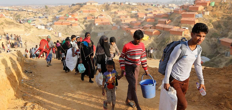 孟加拉国:得到重新安置的民众在库克斯巴扎尔领到援助物资
