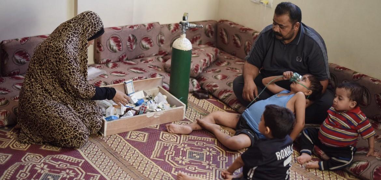 Gaza: una madre hace lo imposible por salir adelante con tres hijos enfermos