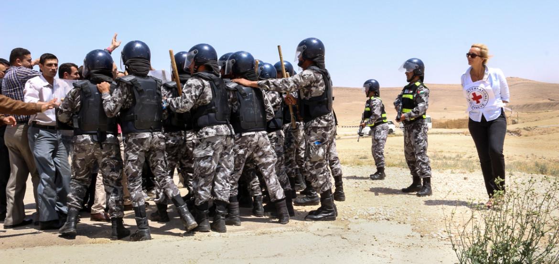 El empleo de armas y equipamiento en las operaciones para hacer cumplir la ley