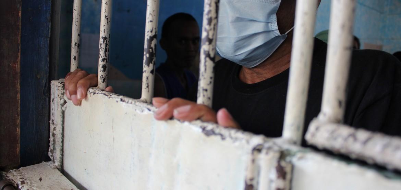 COVID-19: las autoridades deben proteger la salud de los detenidos, del personal y de las comunidades aledañas