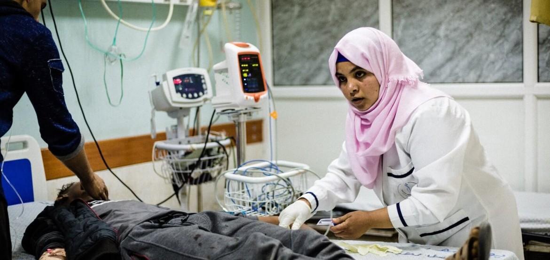 في غزة تدفق للجرحى، والمستشفيات تعمل رغم كل الصعاب