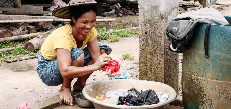 Kachin: assistência começa a chegar com o abastecimento de água no campo de deslocados