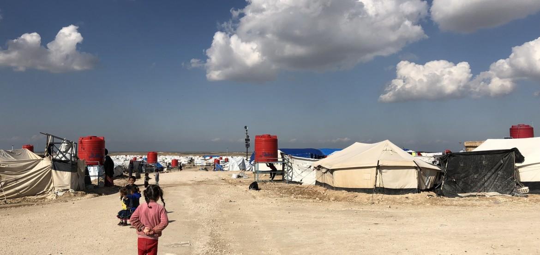 胡勒流离失所者营地中的生活