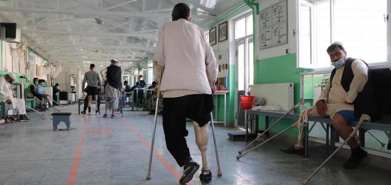 Афганистан: всплеск насилия и заболеваемости COVID-19 дорого обходятся мирным жителям