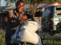 """热带气旋""""伊代""""过后,莫桑比克家庭重建生计"""
