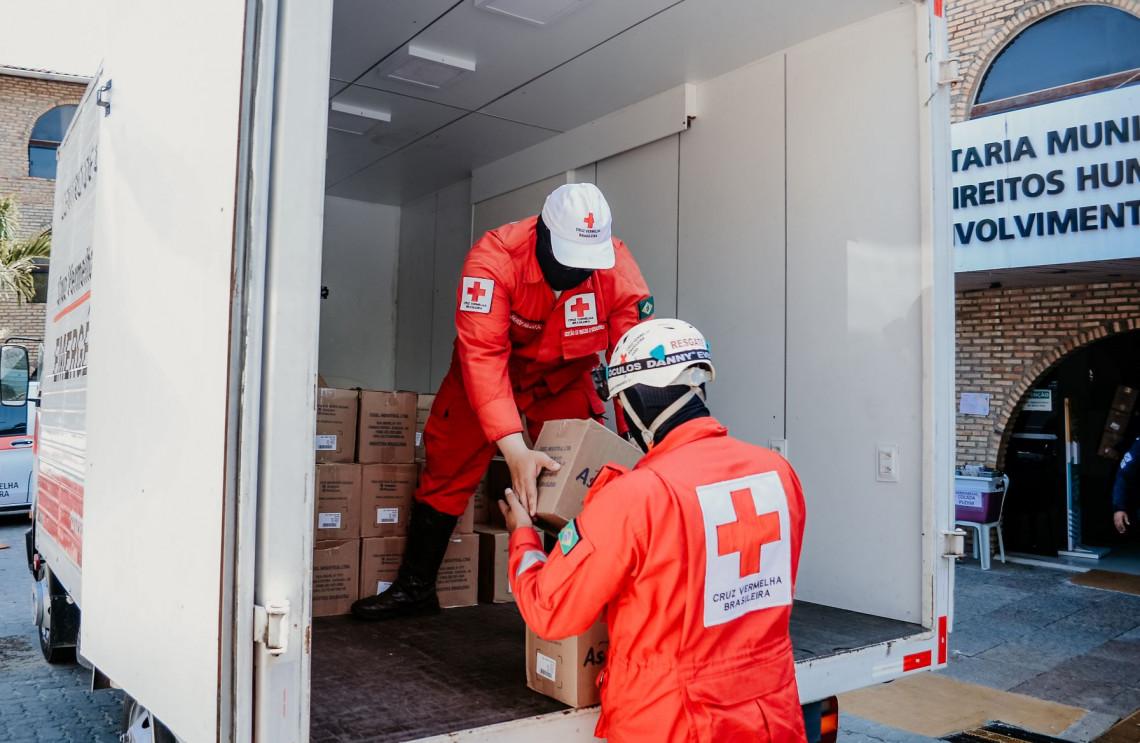 CVB em parceria com o CICV doa kits EPIs para guardas municipais de Fortaleza