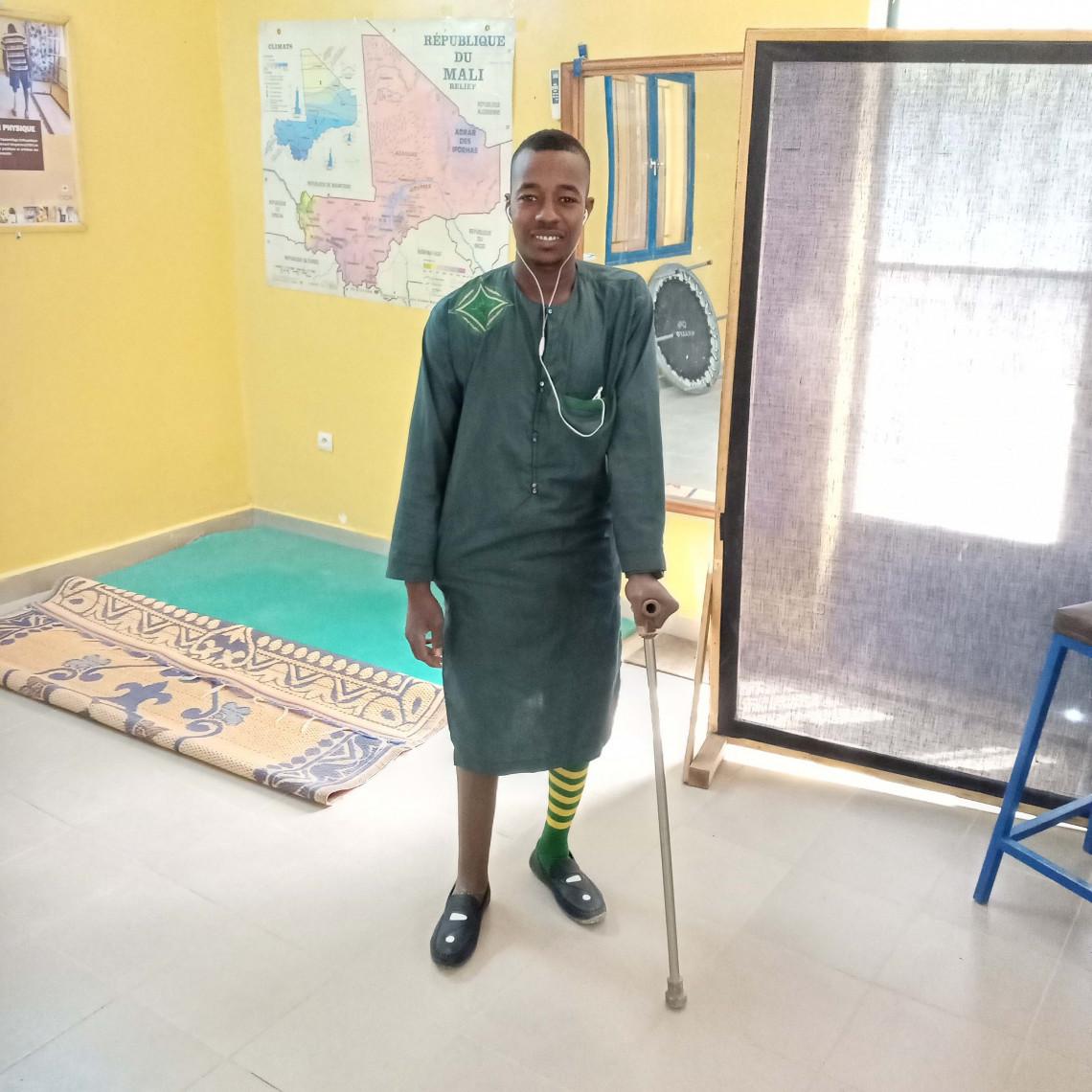 Aghaly retrouve son sourire pendant les éances de rééducation. Hamada Ould Aly / CICR.