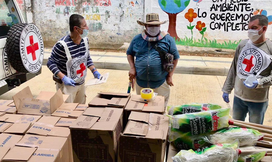 Entrega de materiales de aseo en el Bajo Cauca antioqueño para prevención del COVID-19