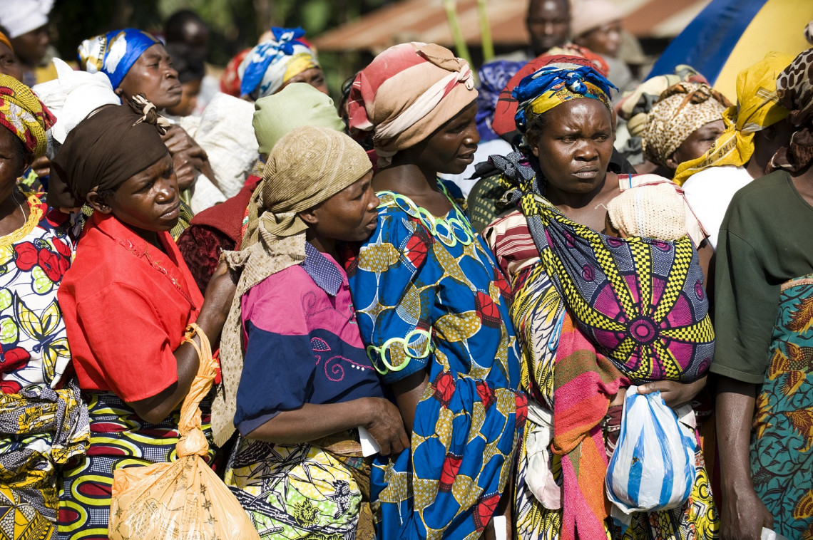 Beneficiaries of ICRC assistance are waiting to receive food, West of Goma, Democratic Republic of Congo. Pedram Yazdi ICRC
