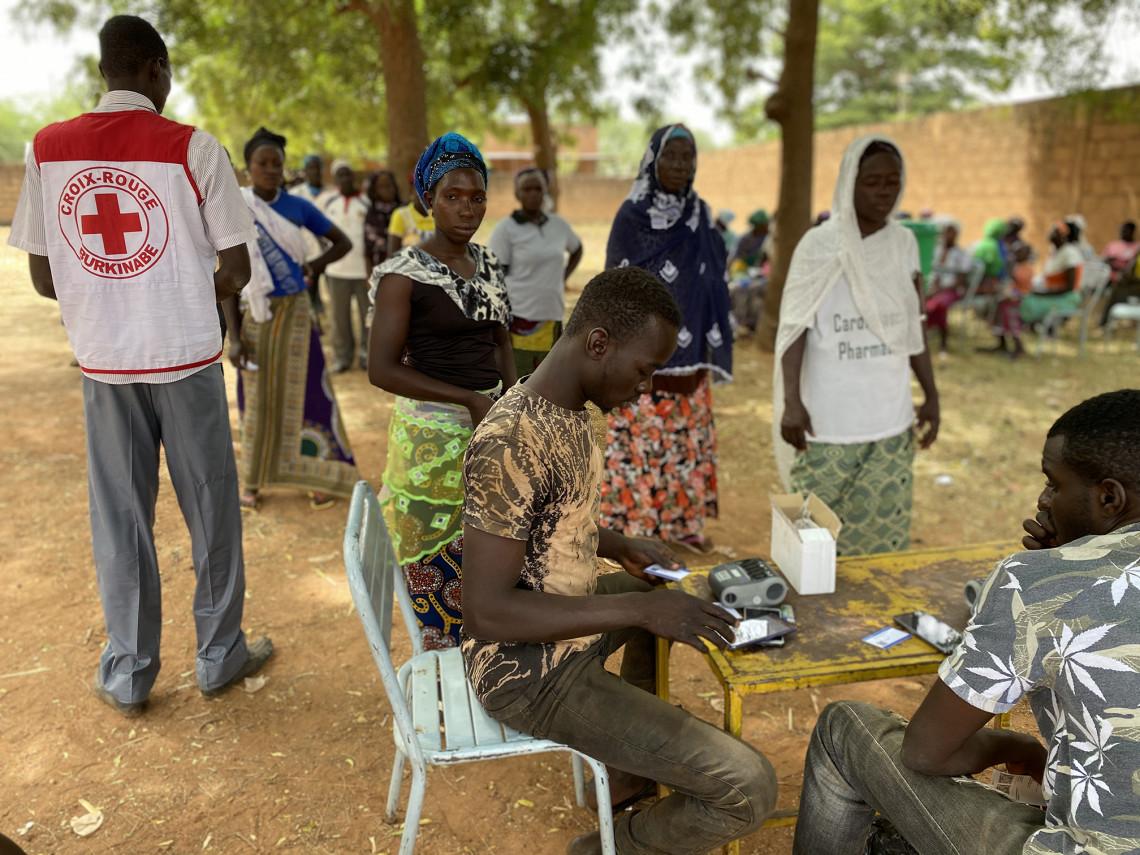 Dans le nord du Burkina Faso, le CICR apporte une assistance en vivres à des milliers de familles déplacées. CICR