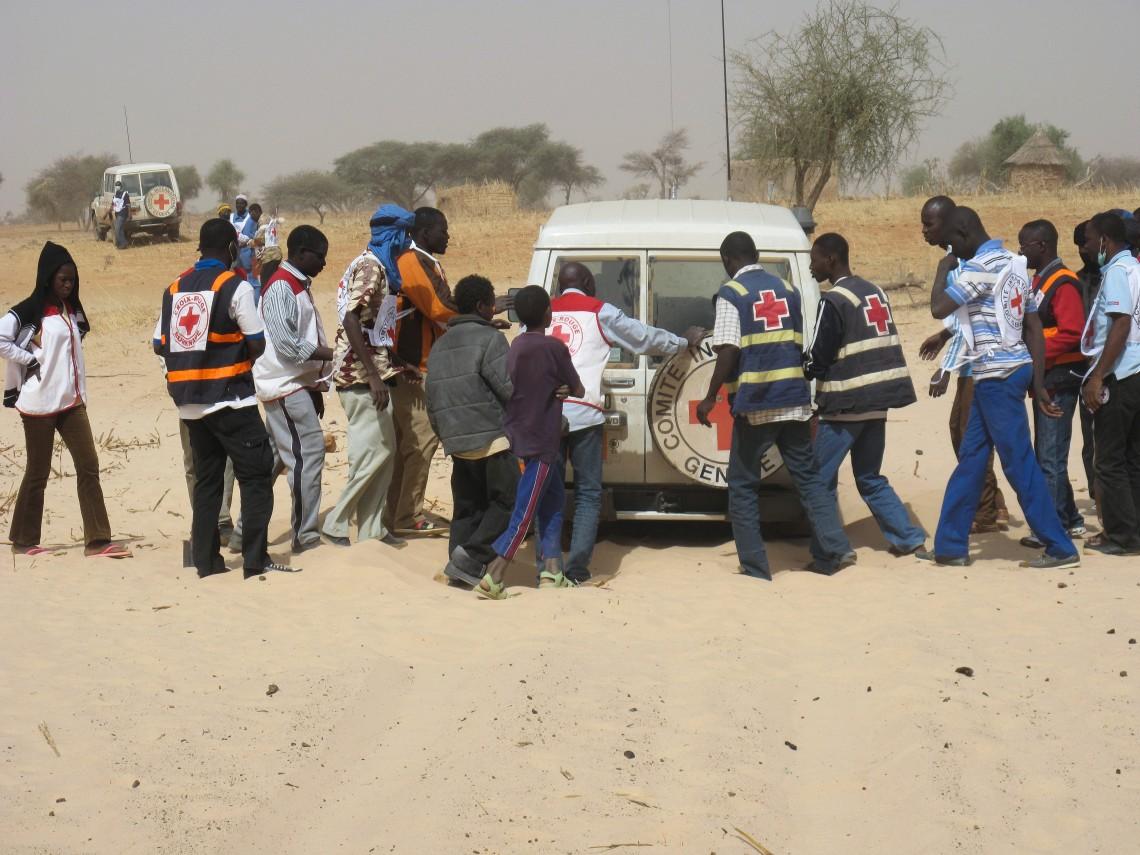 Acheminer de l'aide dans la province de l'Oudalan peut s'avérer compliqué. Christian Bosson/CICR