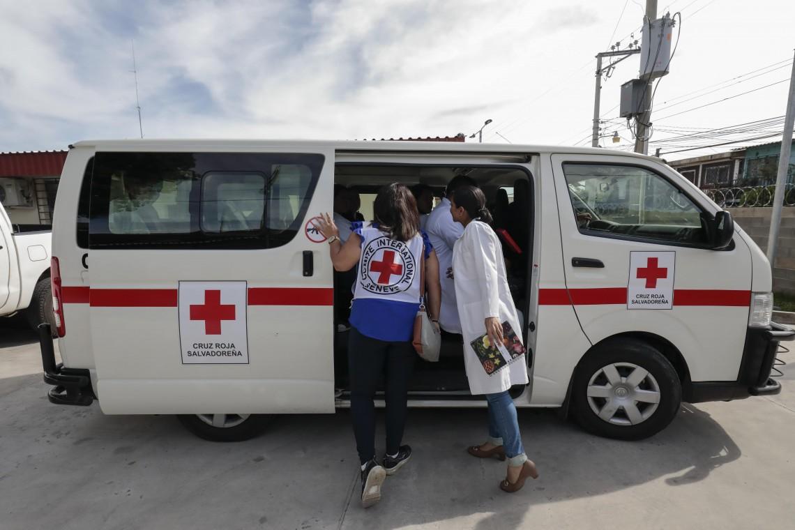 El Salvador: en su día, la Cruz Roja destaca la labor humanitaria y exhorta al respeto del personal de salud