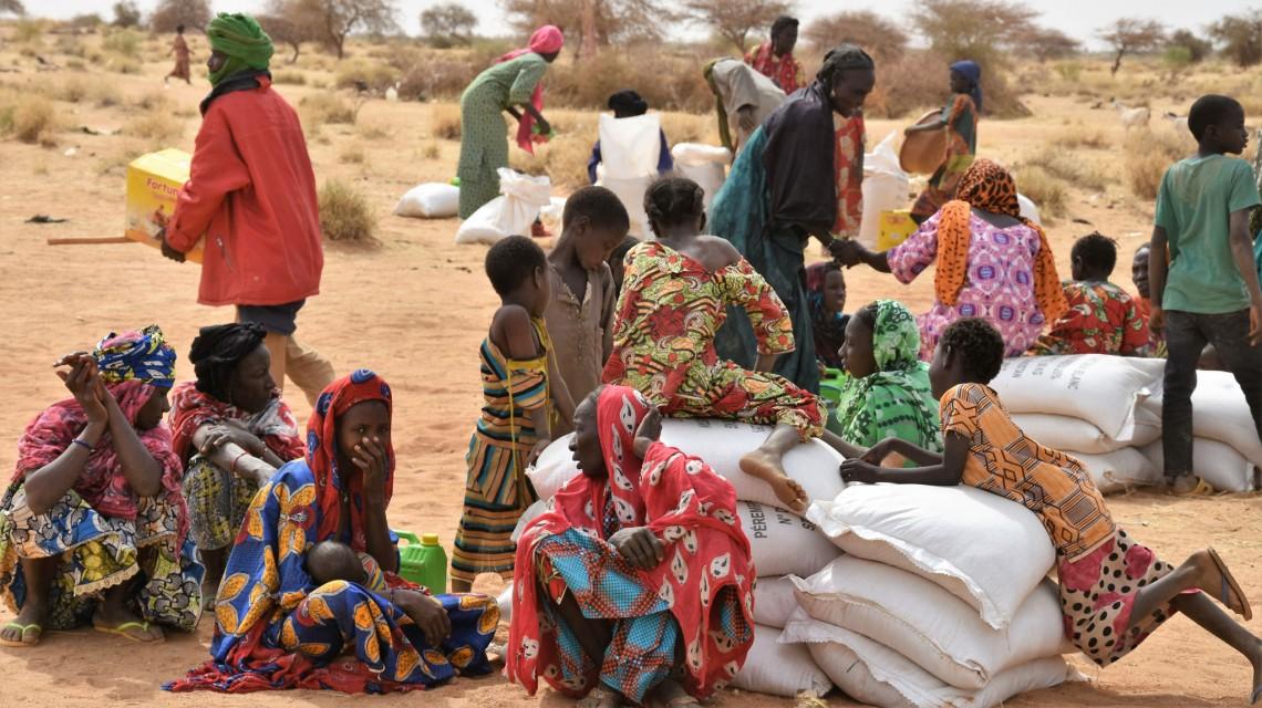 Des familles déplacées sur le site de Wadicharaf.