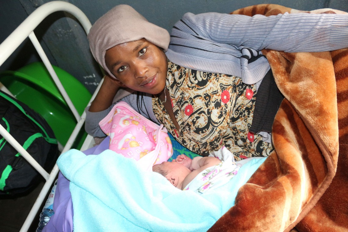 Maurdi rests next to her baby at the Chinakisen Health Centre in Ethiopia. She says that she plans to return to the health centre when she will be expecting her second child. Henok BIRHANU/ ICRC