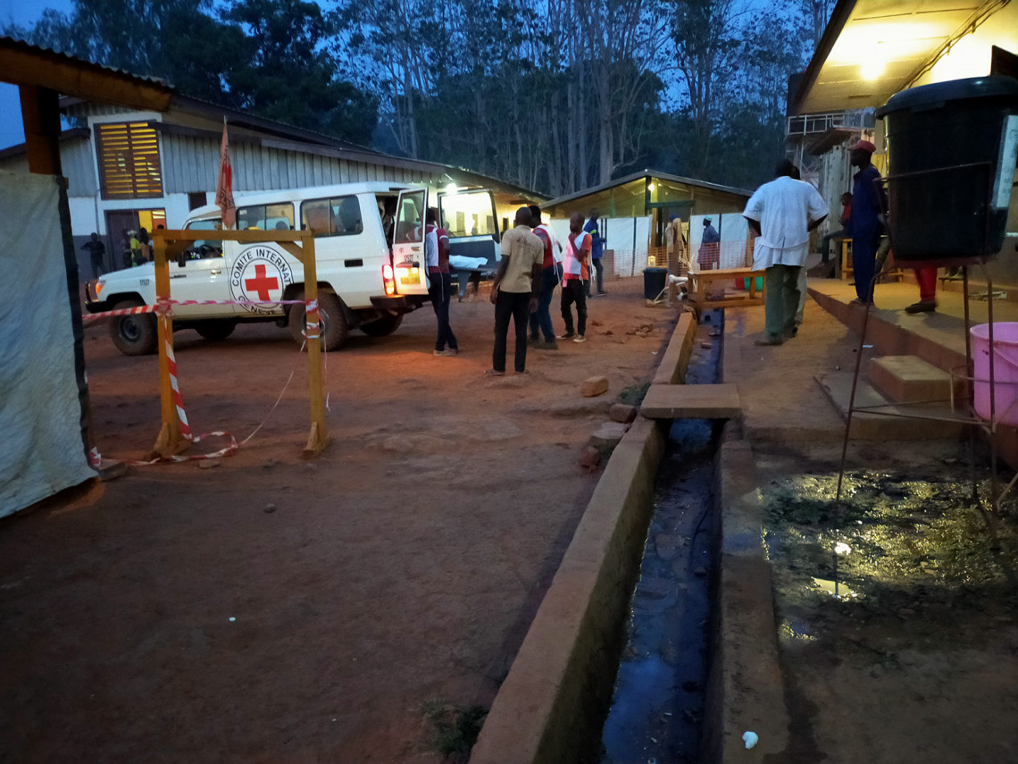 Bangui, ICRC transported 25 wounded and injured people to the town's university hospital.