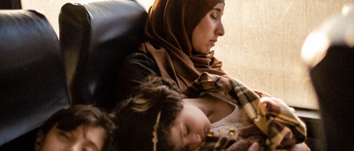 Fatmeh vive en un pueblo en las afueras de Hebrón. En los días de visita a la prisión, debe levantar temprano a sus dos hijas para tomar el autobús que sale de Hebrón a las 6 de la mañana. CC BY-NC-ND / CICR / Alyona Synenko
